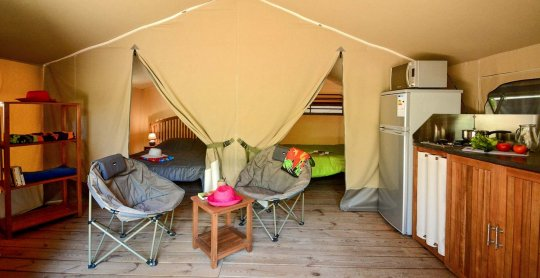 location lodges kenya terrasse chambre camping moulieres